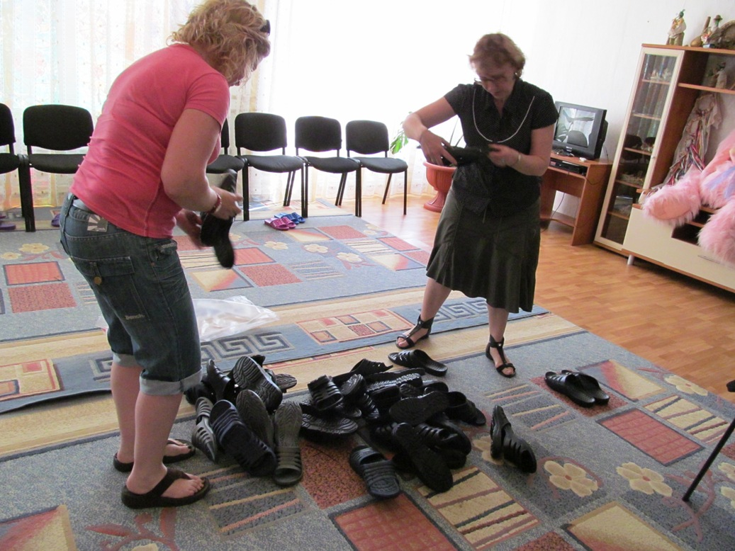 ira-and-jackie-helping-with-slippers-for-boys-a-gift-from-dniprokids