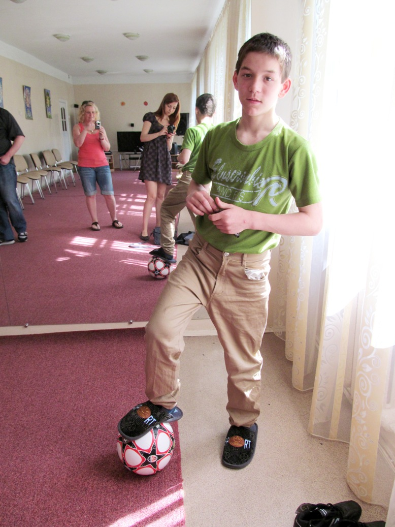 roma-tkachuk-playing-with-his-new-ball