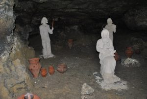 cave-statues